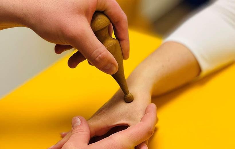 Hempel_Ergotherapie_Leistungen_Hand-Fusszonenreflex